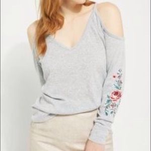 RUE 21 COLD SHOULDER FLORAL EMBROIDERED GRAY SZ XL